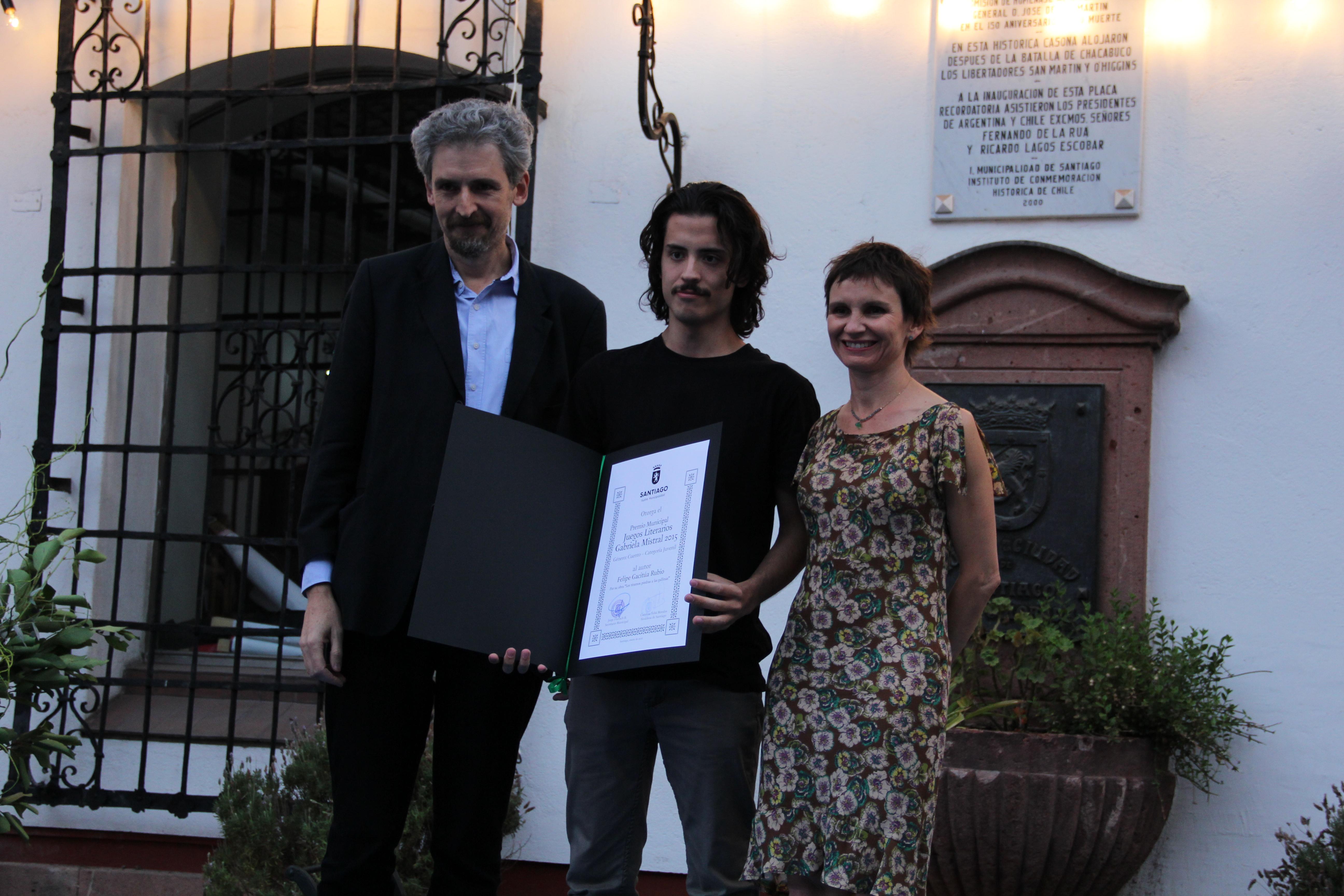 Alumno de la Escuela de Literatura Creativa ganó Premio